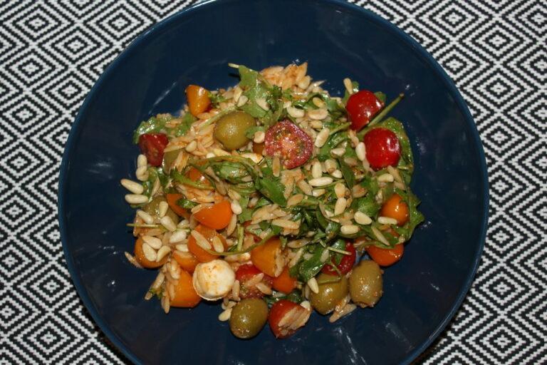 Orzosalade met tomaatjes en mozzarella