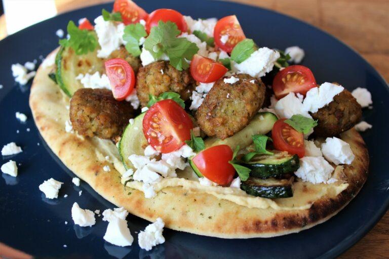 Naanpizza met falafel