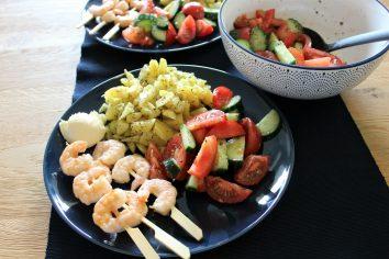 Garnalen spiesjes met aioli en aardappeltjes uit de oven